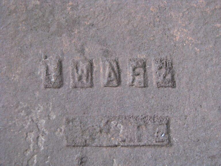 Detalhe da tijoleria de piso com a identificação do fabricante. Fonte: Acervo Henrique Piló, 2010.