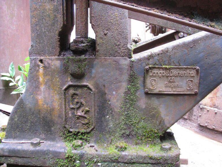 Identificação do fabricante de maquinário da Usina Wigg, procedente da Alemanha Fonte: Acervo Henrique Piló, 2012