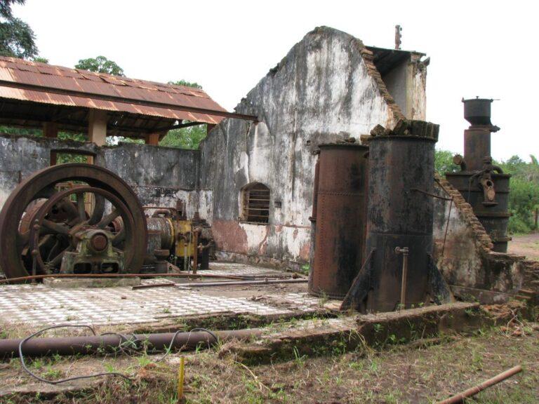 Vista das ruínas da casa de máquinas da Usina Wigg. Fonte: Acervo Henrique Piló, 2012.